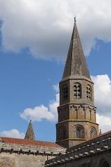 Eglise Saint-Pierre-ès-Liens - Extérieur de la collégiale Saint-Pierre du Dorat (87). Clocher de la croisée du transept.