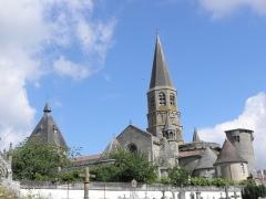 Eglise Saint-Pierre-ès-Liens - Français:   Flanc sud de la collégiale Saint-Pierre du Dorat (87).