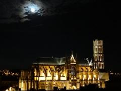 Cathédrale Saint-Etienne - Cathédrale Saint-Etienne à Limoges sous la lune. Photo prise à 23h.
