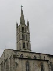 Eglise Saint-Michel-des-Lions - Français:   Flanc nord et clocher de l\'église Saint-Michel-des-Lions de Limoges (87).
