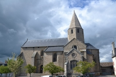 Eglise de la Décollation de Saint-Jean-Baptiste - This building is indexed in the Base Mérimée, a database of architectural heritage maintained by the French Ministry of Culture,under the reference PA00100403 .