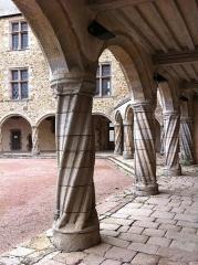 Château, actuellement musée départemental d'art contemporain et sous-préfecture de Rochechouart - Château de Rochechouart, Haute-Vienne