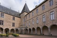 Château, actuellement musée départemental d'art contemporain et sous-préfecture de Rochechouart - Français:   Château de Rochechouart (Classé)