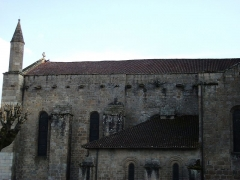 Eglise Saint-Junien - This building is indexed in the Base Mérimée, a database of architectural heritage maintained by the French Ministry of Culture,under the reference PA00100454 .