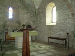 Eglise de Saint-Pierre-la-Montagne - Français:   Autel comtemporain de l\'église de Saint Pierre.