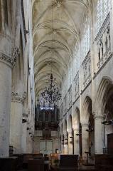 Eglise Notre-Dame - Français:   Vaisseau central de l\'église ND à Caudebec en Caux, Seine Maritime, France
