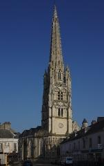 Eglise Saint-Martin - Français:   L\'église Saint-Martin d\'Harfleur vue de la rue de la République.