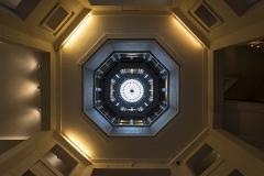 Immeuble (ancienne maison de l'Armateur, actuellement Musée de l'Armement naval) - Français:   Puits de lumière vu depuis le rez de chaussée, Maison de l\'armateur, Le Havre, Seine-Maritime, 2017.