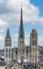 Ensemble archiépiscopal - English: The Rouen Cathedral as seen from the Gros Horloge tower. The church was the tallest building in the world from 1876-1880 with a height of 151m.