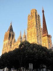 Ensemble archiépiscopal - English: Rouen Cathedral at sunset in August 2011