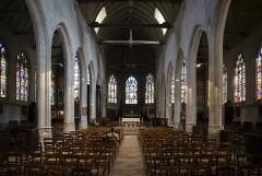 Eglise Saint-Godard - Église Saint-Godard - l'orgue de chœur est situé sur la gauche à hauteur de l'autel.