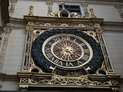 Gros-Horloge et fontaine - Español: