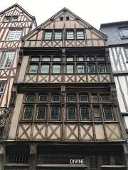 Immeuble - English: Historic building at 74 rue Saint-Romain in Rouen.