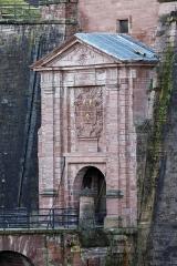 Château, actuellement musée d'Art et d'Histoire, et enceinte urbaine -  La porte de Brisach à Belfort.