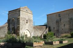 Ancienne abbaye Saint-Pierre - Français:   Ancienne abbaye Airvault Deux-Sèvres France