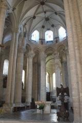Ancienne abbaye Saint-Pierre - Français:   Choeur de l\'église abbatiale Saint-Pierre Airvault Deux-Sèvres France