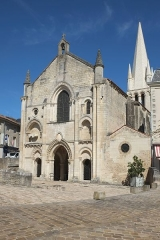 Ancienne abbaye Saint-Pierre - Français:   Église abbatiale Saint-Pierre Airvault Deux-Sèvres France
