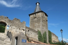 Château d'Airvault - Français:   Tour-porte du château Airvault Deux-Sèvres France