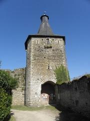 Château d'Airvault - Français:   Tour-porte du château d\'Airvault (79).