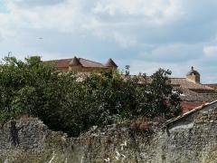 Logis de Barroux - Français:   Le logis de Barroux, Airvault, Deux-Sèvres, France.