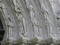 Eglise Saint-Gilles - Portail occidental de l'église Saint-Gilles d'Argenton-Château (79). Partie droite des voussures.