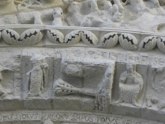 Eglise Saint-Gilles - Portail occidental de l'église Saint-Gilles d'Argenton-Château (79). 5ème voussure. Zodiaque et travaux des mois.