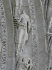 Eglise Saint-Gilles - Portail occidental de l'église Saint-Gilles d'Argenton-Château (79). 3ème voussure. Parabole des Vierges folles et des Vierges sages. Évangile selon Saint-Matthieu (chap. XXV, vers. 1-13). Vierge folle.