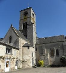 Eglise Saint-Gilles - Extérieur de l'église Saint-gilles d'Argenton-Château (79). Croisillon sud et costale méridionale du chœur.