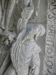 Eglise Saint-Gilles - Portail occidental de l'église Saint-Gilles d'Argenton-Château (79). 4ème voussure. Collège apostolique entourant le Christ. Détail. Saint-Bathélemy. Buste.
