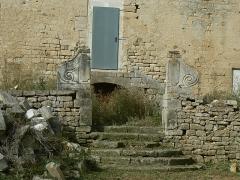 Ruines du château de Mursay - Français:   Portail du château de Mursay, à Échiré (Deux-Sèvres, France), du côté de la Sèvre
