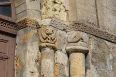 Eglise Saint-Martin - Français:   Detail des Colonnades Sud Est - Eglise Saint Martin de Glenay (79)