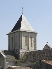 Eglise Saint-Jean-Baptiste - Extérieur de l'église Saint-Jean-Baptiste de Marnes (79). Clocher.
