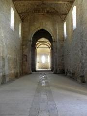 Ancienne église Saint-Savinien - Français:   Intérieur de l\'église Saint-Savinien de Melle (79). Intérieur vu du revers de la façade occidentale.