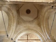 Ancienne église Saint-Savinien - Français:   Intérieur de l\'église Saint-Savinien de Melle (79). Coupole de la croisée du transept.