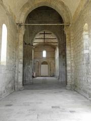 Ancienne église Saint-Savinien - Français:   Intérieur de l\'église Saint-Savinien de Melle (79). Intérieur vu du chœur.