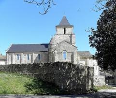 Ancienne église Saint-Savinien - Français:   Extérieur de l\'église Saint-Savinien de Melle (79). Flanc sud.
