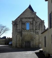 Ancienne église Saint-Savinien - Français:   Extérieur de l\'église Saint-Savinien de Melle (79). Façade occidentale.