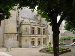 Ancien Palais de Justice, ancien Hôtel de Ménoc - Français:   Ce bâtiment abritât le tribunal d\'instance de Melle jusqu\'en fin 2009, la salle des pas perdus sert de salle d\'exposition, ainsi que le grenier.
