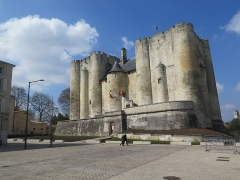 Château de Niort - This building is indexed in the Base Mérimée, a database of architectural heritage maintained by the French Ministry of Culture,under the reference PA00101283 .