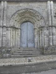 Restes de l'ancienne église Notre-Dame-de-la-Couldre - Français:   Façade de l\'église Notre-Dame-de-la-Couldre à Parthenay (79). Détail. Portail.