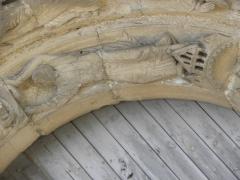 Restes de l'ancienne église Notre-Dame-de-la-Couldre - Façade de l'église Notre-Dame-de-la-Couldre à Parthenay (79). Portail. Détail de la 1ère voussure.