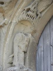 Restes de l'ancienne église Notre-Dame-de-la-Couldre - Français:   Façade de l\'église Notre-Dame-de-la-Couldre à Parthenay (79). Portail. Détail de la 1ère voussure.