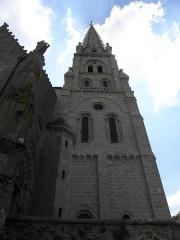 Eglise Saint-Laurent - Français:   Église Saint-Laurent de Parthenay (79). Extérieur. Tour-clocher. Face nord.