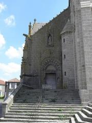 Eglise Saint-Laurent - Français:   Église Saint-Laurent de Parthenay (79). Extérieur. Façade occidentale. Collatéral nord.