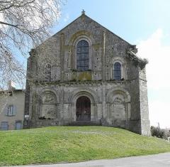 Ancienne église priorale Saint-Pierre de Parthenay-le-Vieux - Église Saint-Pierre de Parthenay-le-Vieux, Parthenay (79). Extérieur. Façade occidentale.