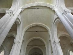 Ancienne église priorale Saint-Pierre de Parthenay-le-Vieux - Français:   Église Saint-Pierre de Parthenay-le-Vieux, Parthenay (79). Intérieur.