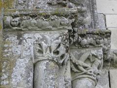 Ancienne église priorale Saint-Pierre de Parthenay-le-Vieux - Église Saint-Pierre de Parthenay-le-Vieux, Parthenay (79). Extérieur. Façade occidentale. Détail.