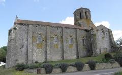 Ancienne église priorale Saint-Pierre de Parthenay-le-Vieux - Église Saint-Pierre de Parthenay-le-Vieux, Parthenay (79). Extérieur. Flanc sud.
