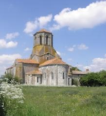 Ancienne église priorale Saint-Pierre de Parthenay-le-Vieux - Église Saint-Pierre de Parthenay-le-Vieux, Parthenay (79). Extérieur. Chevet.