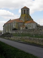 Ancienne église priorale Saint-Pierre de Parthenay-le-Vieux - Français:   Église Saint-Pierre de Parthenay-le-Vieux, Parthenay (79). Extérieur. Flanc sud et chevet.